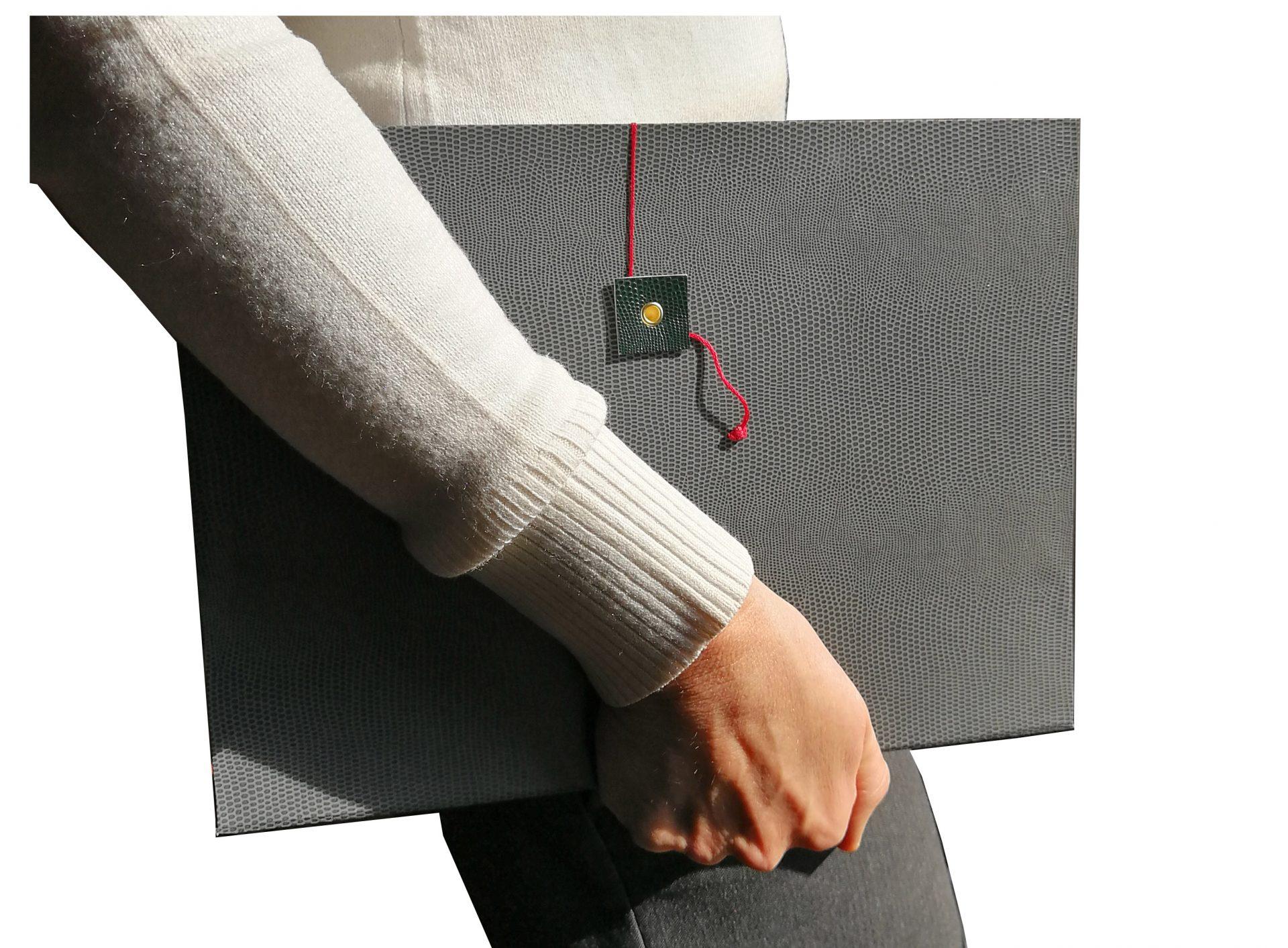Quaderno Grande A4 Grigio in braccio