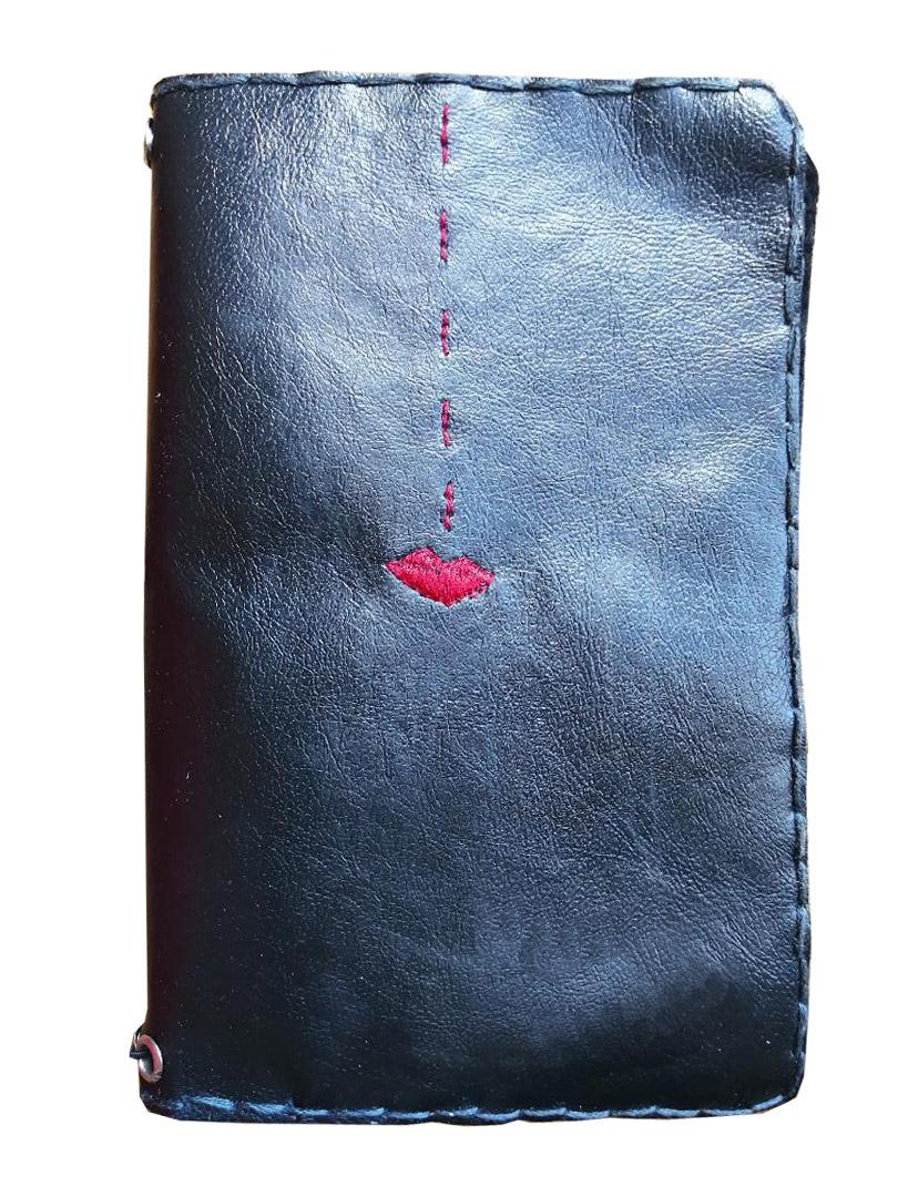 Quaderno in pelle nera ricamato