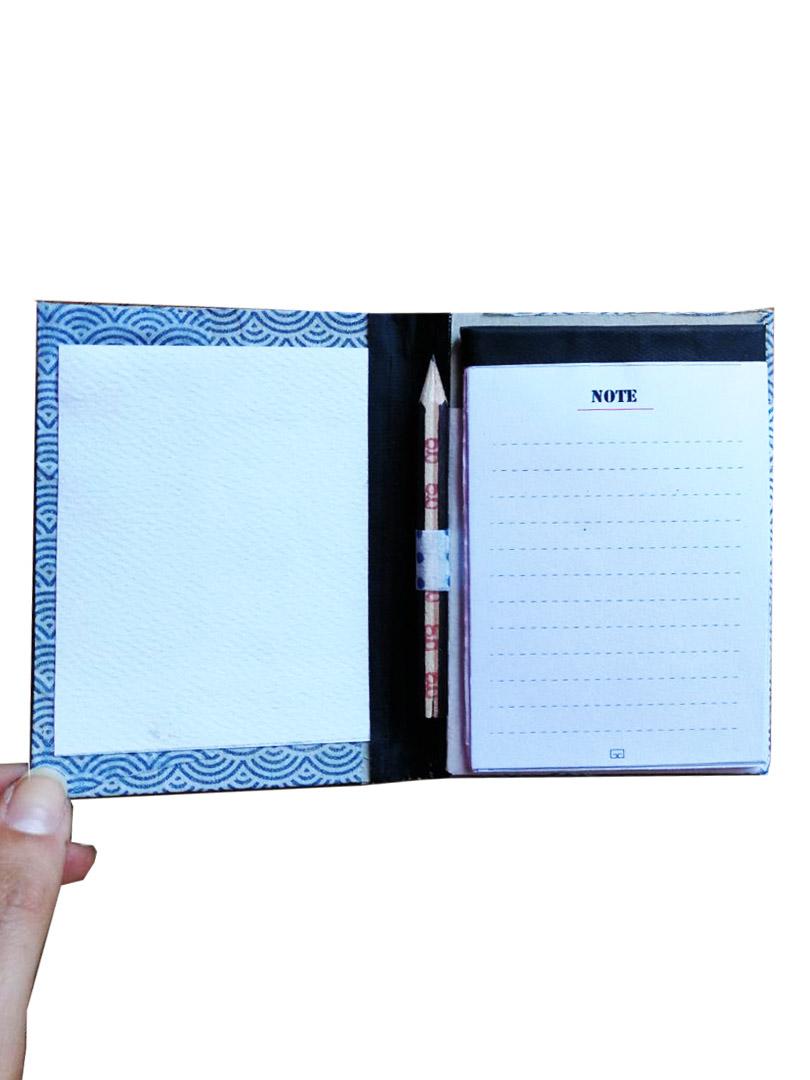 Quaderno per notes con matita